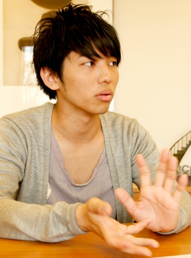 shimazaki_profile.jpg