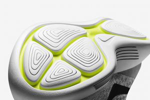 快適で贅沢な履き心地のランニングシューズ「ナイキ ルナエピック フライニット 2」発売
