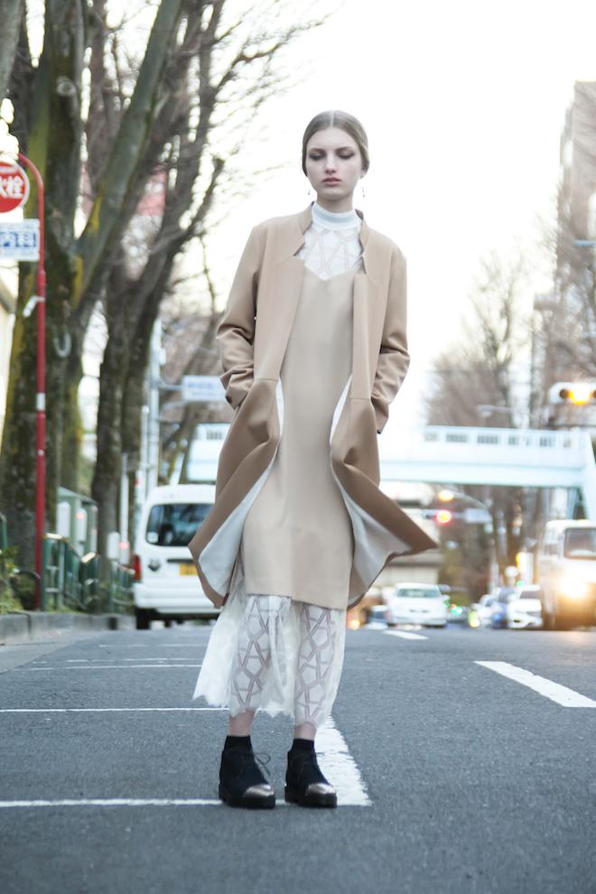 日本の技術力を駆使したドレスを中心に展開する「LOKITHO」