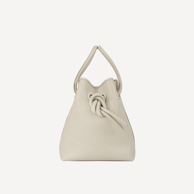Bond leather アイボリー¥37,000 (税別)