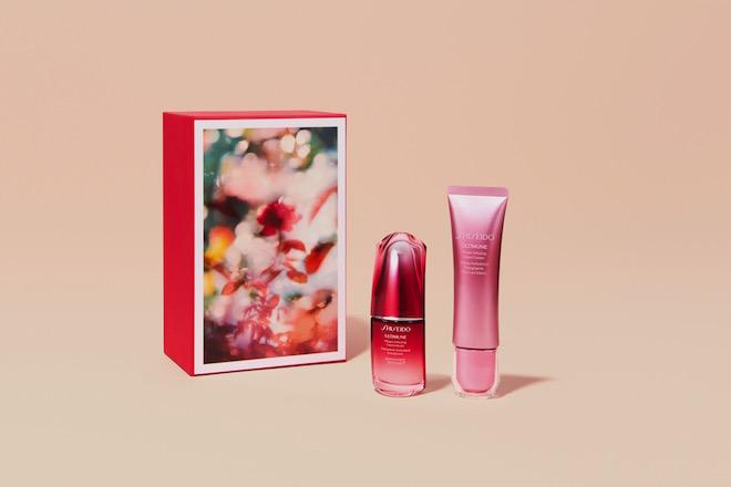 """「Power of Red」セット """"お母さんの色""""を贈ろう キャンペーン 限定BOX (左)SHISEIDO アルティミューン パワライジング コンセントレート N 30mL (右)SHISEIDO アルティミューン パワライジング ハンドクリーム"""